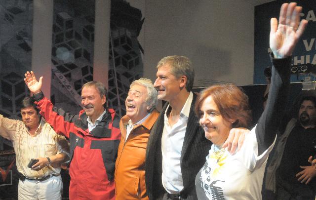 AUDIO: De la Sota compartió con Campana y Vigo la apertura de un local partidario (Informe de Pablo Cristino)