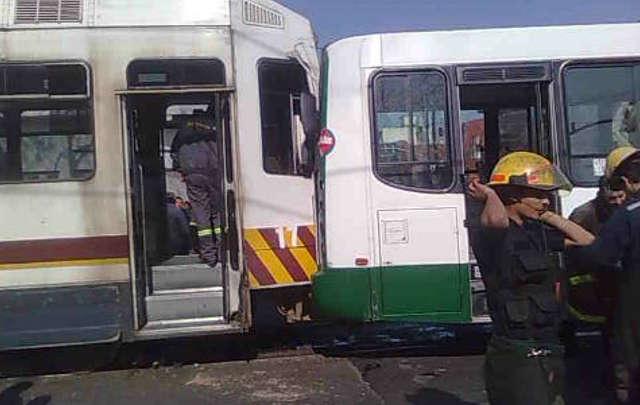 Столкновение поезда автобуса и грузовика