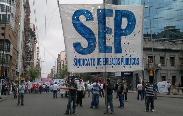 El SEP acordó un aumento del 19,5%, con dos cláusulas gatillo.