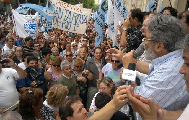 Empleados públicos insisten con la reapertura de paritarias (Foto: Archivo)