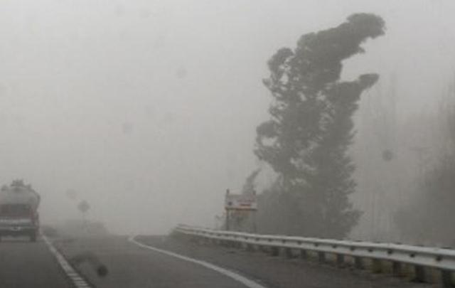 Las ráfagas de hasta 90km/h pueden reducir la visibilidad en rutas (foto: Archivo)