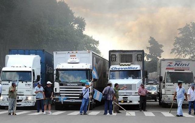 """Camioneros se mostraron """"muy molestos"""" con el Gobierno nacional."""