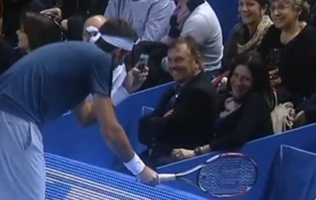 VIDEO: Del Potro toma una foto en pleno juego.
