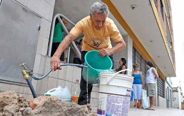 Los vecinos deberán extremar el uso de agua (Foto archivo)