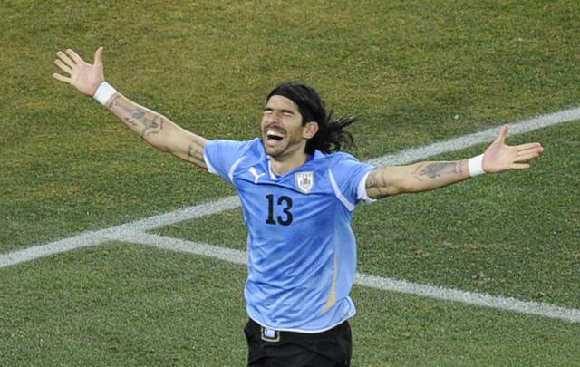 Abreu firmó con el Audax Italiano de Chile, siendo su equipo 26 y es Record Guinness