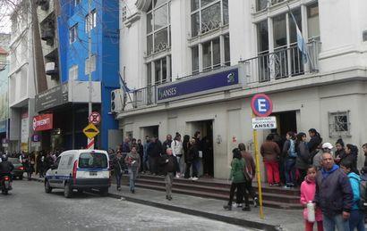 En Anses sólo atienden a vecinos con turnos programados (Foto de archivo)