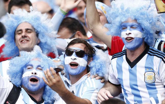 Los hinchas argentinos hacen lo que sea por ver la final de Copa América.