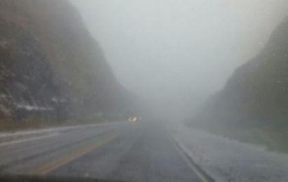 Débiles copos caían esta mañana en una zona de Altas Cumbres (Foto: Archivo)