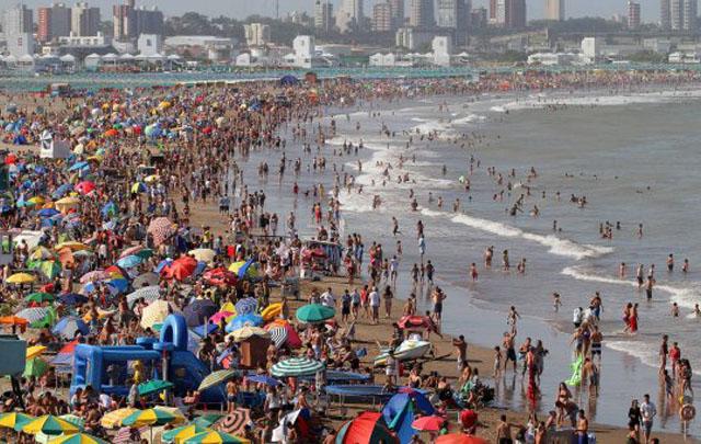 El reclamo es por mayor espacio público para disfrutar de la playa y el mar.