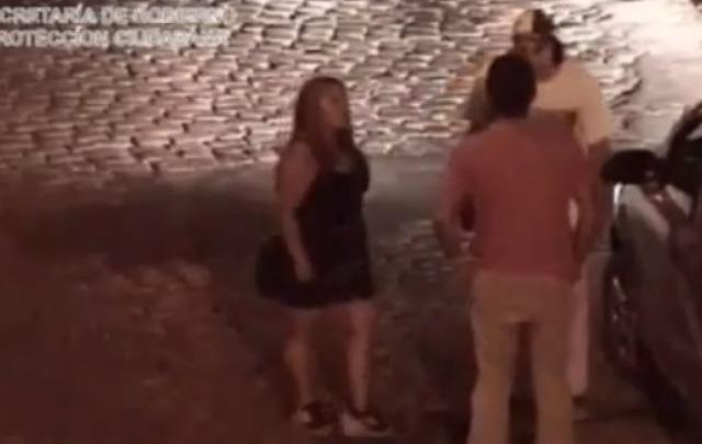 VIDEO: Lo noqueó una mujer en una discusión de tránsito