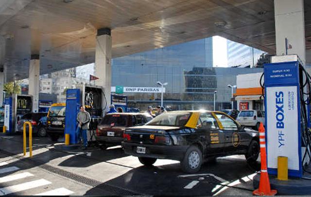 Se vuelve a encarecer el precio de los combustibles.