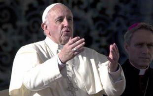 El papa concedió el poder de levantar la excomunión a todos los curas.