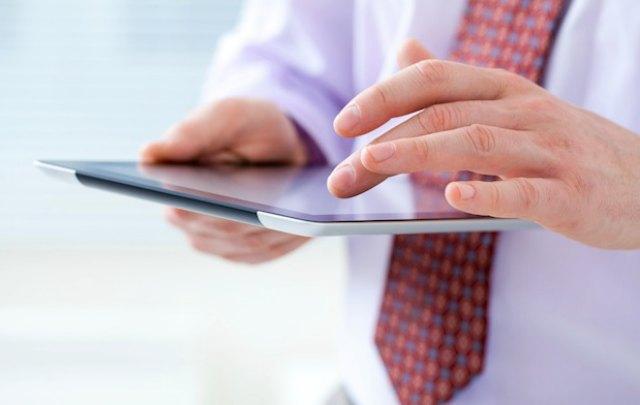 Jubilados y pensionados fueron sorteados para recibir la tablet de Más Simple.
