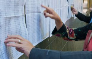 Algunos electores sufragan en lugares distintos al anterior comicio (Foto: Archivo)
