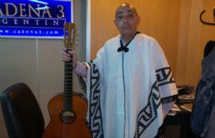 Mario Pereyra, con el tradicional poncho coscoino.