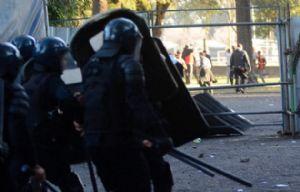 Tras el clásico hay diez detenidos y seis policías heridos.