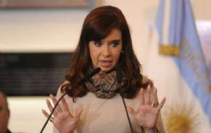 La presidenta Cristina Fernández suspendió sus actividades por laringitis aguda.