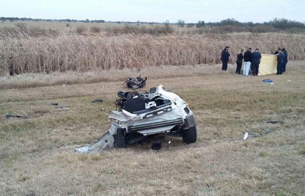 FOTO: El camión con el que Barisone chocó y se mató en la autopista.
