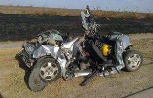 Así quedó el Corsa en que se trasladaban las cuatro víctimas fatales.