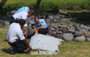 Un fragmento de avión que podría ser del desaparecido vuelo de Malaysia Airlines