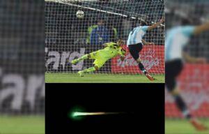 Hay quienes creen que el bólido era la pelota que Higuaín tiró al espacio.