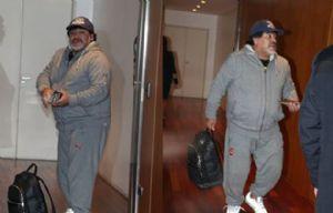 Diego Maradona, en el aeropuerto de Ezeiza, antes de dejar el país.