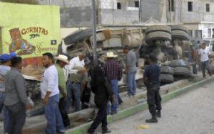 Al menos 27 peregrinos murieron en México al ser embestidos por un camión.