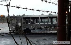 Uno de los colectivos destruidos por el fuego el 12 de agosto.