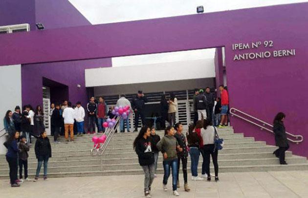 De la Sota inauguró el nuevo edificio del IPEM 92 en la avenida Ricardo Rojas.