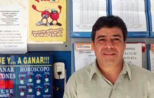 Fernando, el agenciero que vendió el billete ganador.