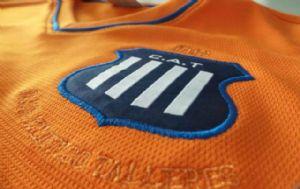 Talleres presentó una nueva camiseta en homenaje a sus figuras.