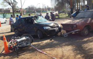 El accidente ocurrió en Bodereau al 9.750 e involucró a un R12 estacionado.
