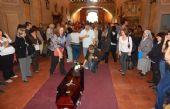 Vecinos dieron el último adiós al cura (Foto: www.resumendelaregion.com)