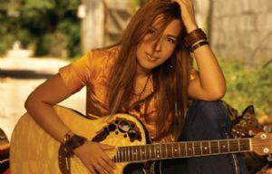 Saavedra ha compuesto más de 600 canciones.