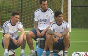 Messi, en el entrenamiento junto a sus compañeros (Foto: AFA)