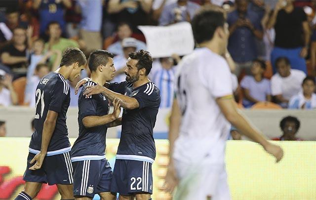 La Selección aplastó a Bolivia.