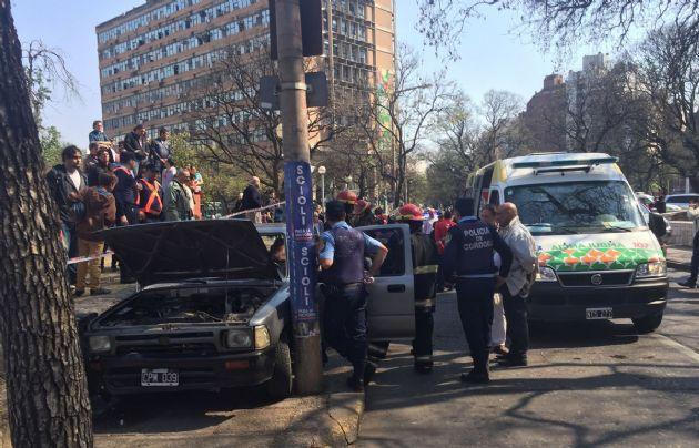 La camioneta Toyota detuvo su marcha al quedar encajada.