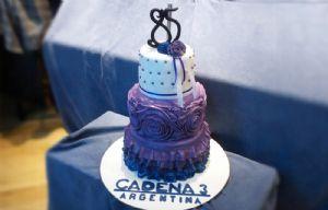 La torta gigante por los 85 años de LV3.
