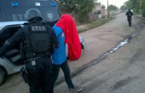 El joven está relacionado con el caso de la mujer baleada.
