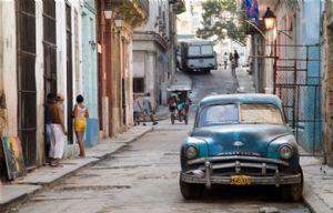 ''Todo el mundo está muy contento en la isla'', dijo una cubana.