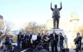 Macri inauguró junto a Moyano un monumento a Perón.
