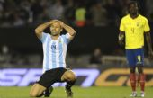 Mascherano se lamenta por la derrota sufrida en el Monumental.