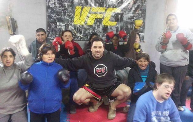 Campesi necesita elementos para enseñarle a los chicos artes marciales.