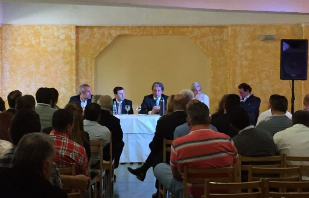 """""""Pepe"""" Scioli se renió con intendentes radicales en el Hotel Mónaco de Carlos Paz."""