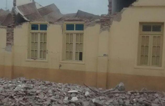 Por el sismo hubo un muerto y un centenar de heridos.