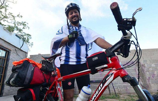 """Asaltaron a Martín Sánchez, el """"loco de la bici""""."""