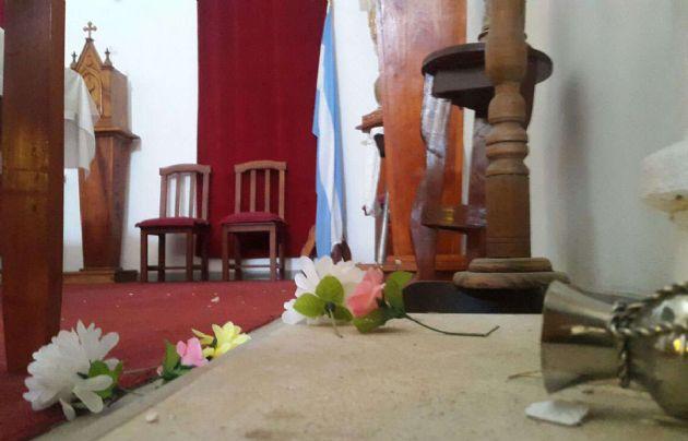 Así quedó la capilla por dentro tras el temblor.