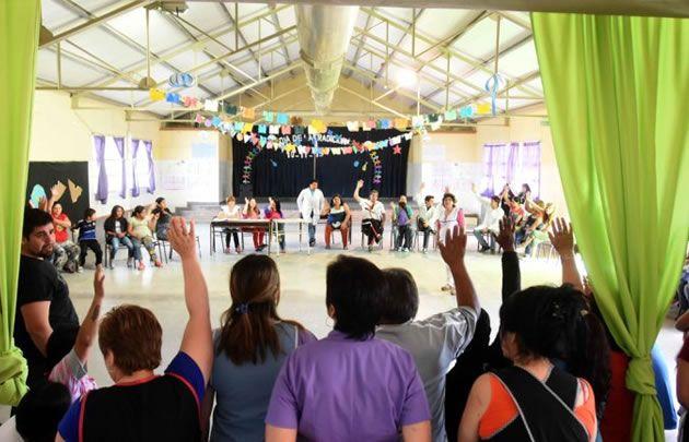 Padres y docentes decidieron suspender las clases (Foto: La Mañana de Neuquén)