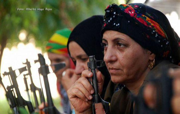 En SIria muchas mujeres armadas luchan contra ISIS.