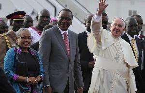 El presidente de Kenia le dio la bienvenida a Francisco.